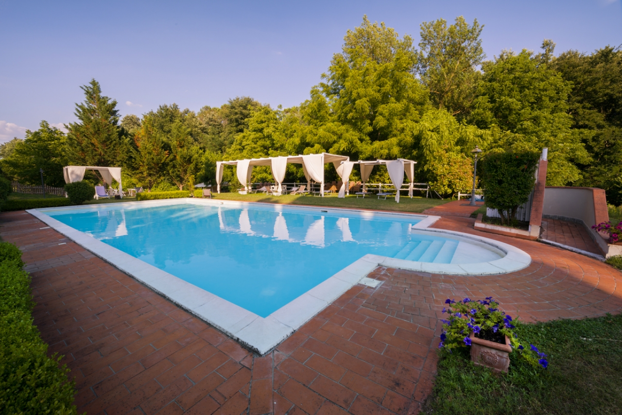 Piscina e giardino bed and breakfast cascina de - Piscina giardino ...
